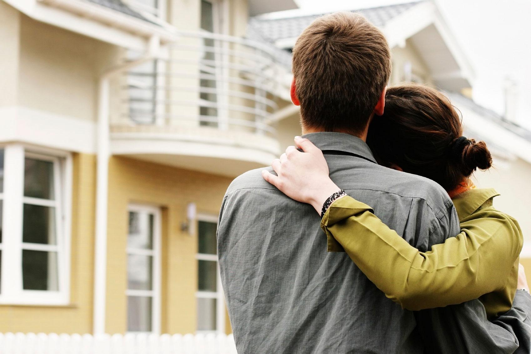 Влюбленные и дом