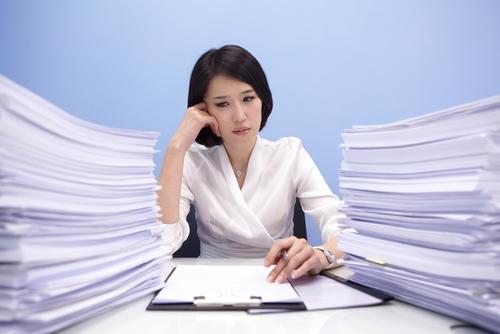Девушка и документы