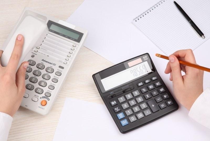 Калькулятор и телефон