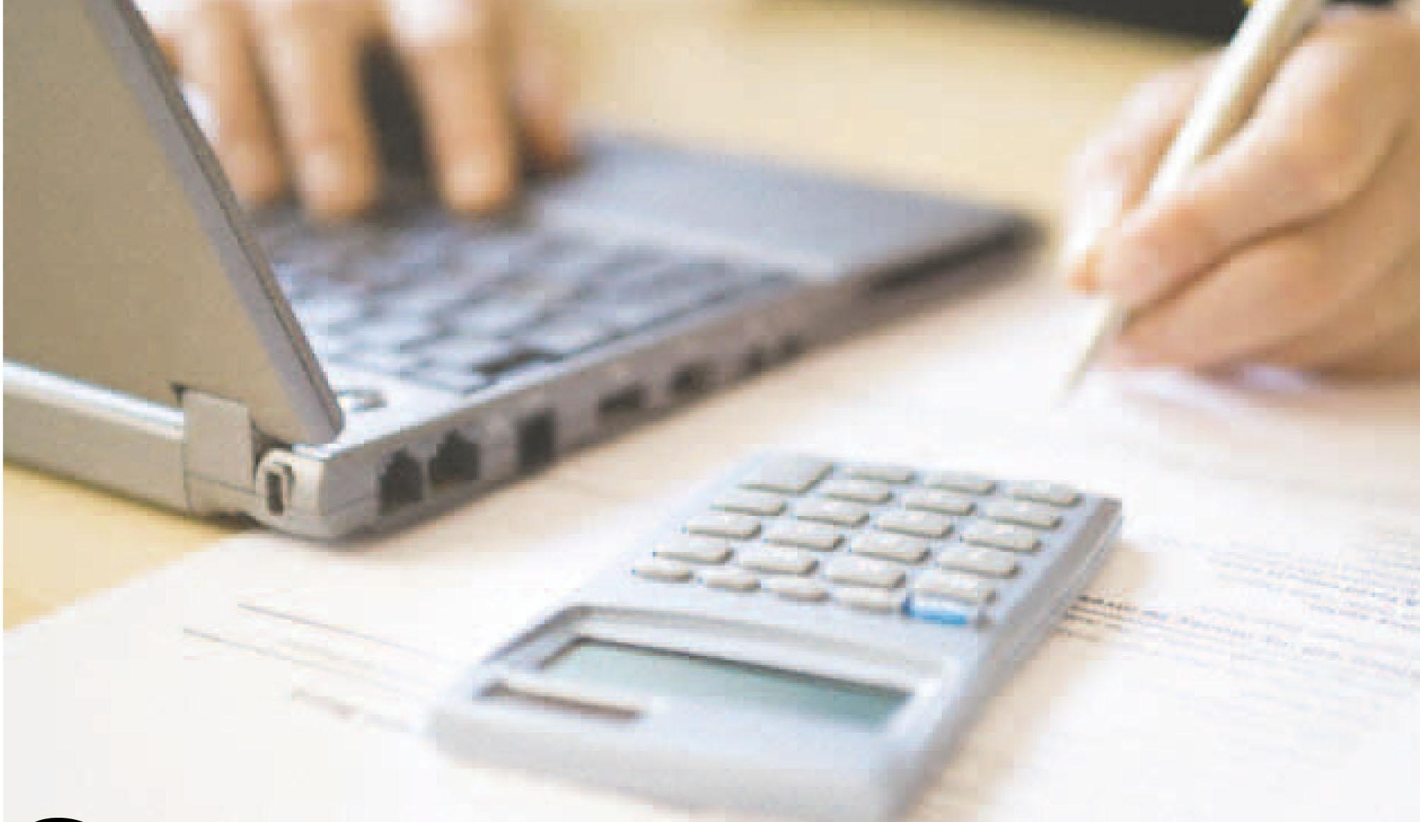 Ноутбук и калькулятор