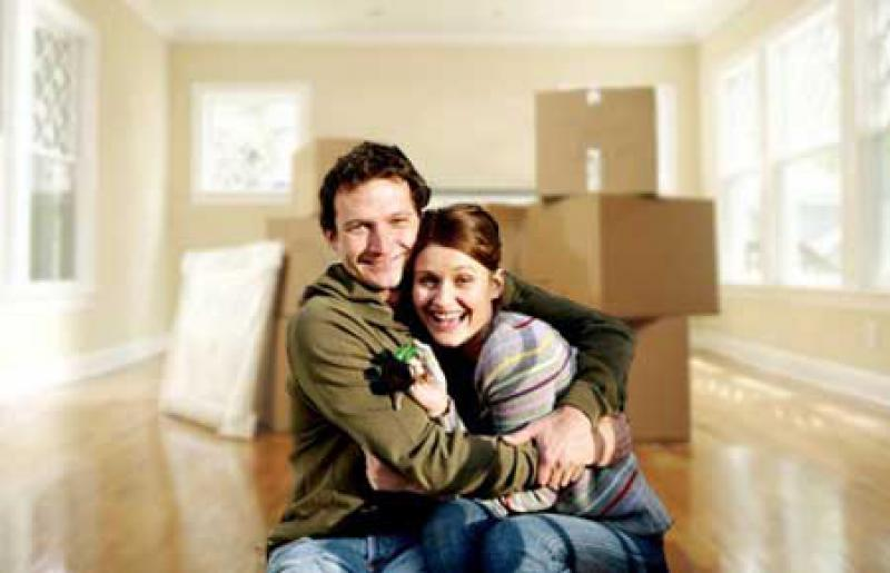 Пара переехала в новую квартиру